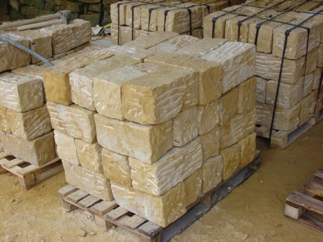 Kamień murowy z piaskowca surowo-łupany – charakterystyka