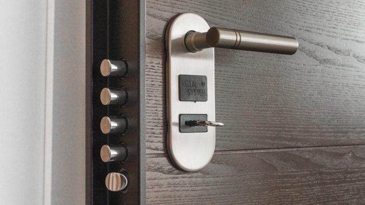 Zamek do drzwi – podstawowy element ochrony nieruchomości